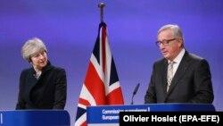 Britanska premijerka Tereza Mej i predsednik Evropske komisije Žan Klod Junker