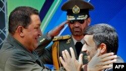 محمود احمدینژاد و هوگو چاوز، رئیسان جمهوری ایران و ونزوئلا