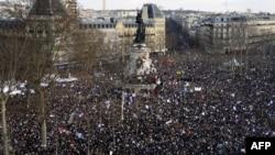 Парижнинг Республика хиёбонидаги акцияга йиғилган кишилар, 2015 йилнинг 11 январи.