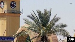 Iraq -- A general view shows one of the two destroyed minarets (R) at Shi'ite Al-Askari Mosque in Samarra, 14Jun2007