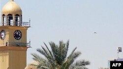 Один з найсвятіших храмів Іраку, мечеть Аль-Аскарі в місті Самаррі. До сьогоднішнього вибуху могли призвести суперечки між сунітами та шиїтами за неї