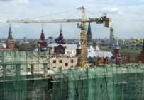 The Moskva being dismantled behind a shroud of green netting in 2005 (ITAR-TASS)