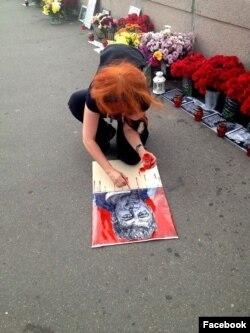 Lena tokom rada na jednom od portreta Borisa Nemcova