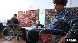 La un azil de bătrâni