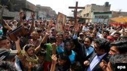 په لاهور کې عیسوي مظاهره چیان
