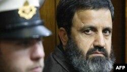 مصطفی دیرانی (راست) در دادگاهی در تل آویو.