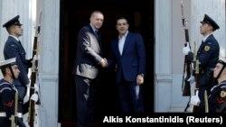 رجب طیب اردوغان (چپ) در دیدار با نخست وزیر یونان، آلکسیس تسیپراس