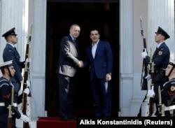 Реджеп Эрдоган и Алексис Ципрас перед началом встречи в Афинах.