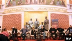"""Прес-конференција по повод премиерата на претставата """"Вечна куќа"""" во режија на Дејан Пројковски."""