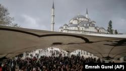 Turska- Članovi tursko-arapske medijske asocijacije klanjaju dženazu Jamalu Khashogiju