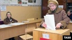 Результат в 35%, который единороссы набрали по партийным спискам, наблюдатели называют драматическим для партии