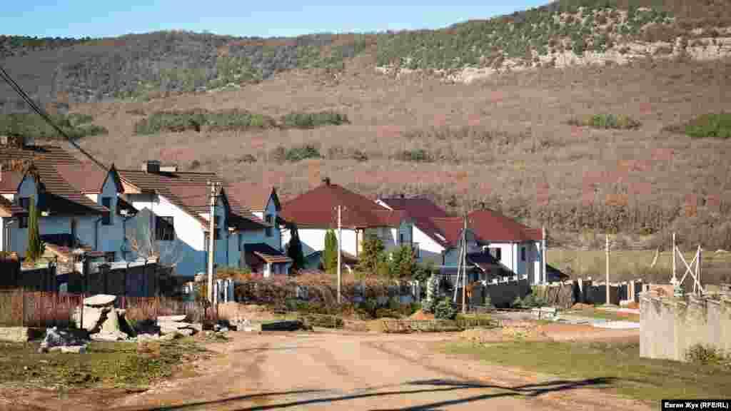 На в'їзді в село «виросли» нові будинки