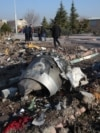تکههایی بازمانده از هواپیمای اوکراینی که در دی ماه ۹۸ با شلیک موشک سپاه در نزدیک تهران ساقط شد