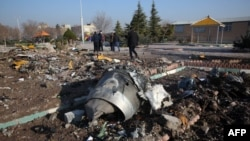На месте крушения лайнера компании «Международные авиалинии Украины» вблизи столицы Ирана. 8 января 2020 года.