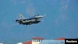 ABŞ-a məxsus F-16-lar Türkiyənin İncirlik hava bazasında.
