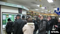 Belarusians in line at an exchange office in Minsk