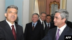 Armenia/Turkey -- Presidents Gul (L) and Sarkisian in Yerevan on 06sep2008