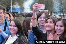 Фестивальге келген жұрт. Алматы, 24 қыркүйек 2016 жыл.