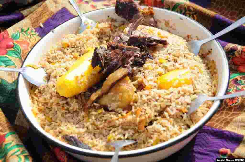 Плов из нового урожая баткенского риса...