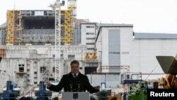 Президент України Петро Порошенко під час виступу біля ЧАЕС. Чорнобиль, 26 квітня 2016 року