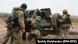 Pamje e pjesëtarëve të ushtrisë së Ukrainës në pjesën lindore të këtij vendi