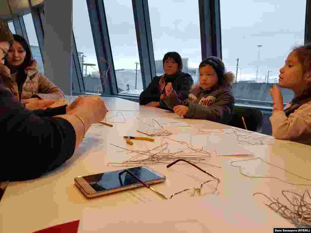 В центре современного искусства проводятся творческие уроки, семинары и лекции как для детей, так и для взрослых.