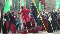 Türkmenistanlylar 'dogruçyllygy we päkligi ündeýän' Gurban baýramyny belleýärler