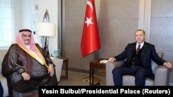 Türkiyə prezidenti Tayyip Erdogan və Qətərin xarici işlər naziri Shaikh Khalid bin Ahmed bin Mohammed Al Khalifa