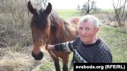 Іван Цалуйка прыехаў у Савічы на кані