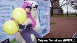 Акция в поддержку Greenpaece в Санкт-Петербурге.