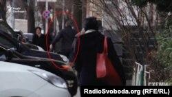 Побачивши камеру, водій авто почав тікати