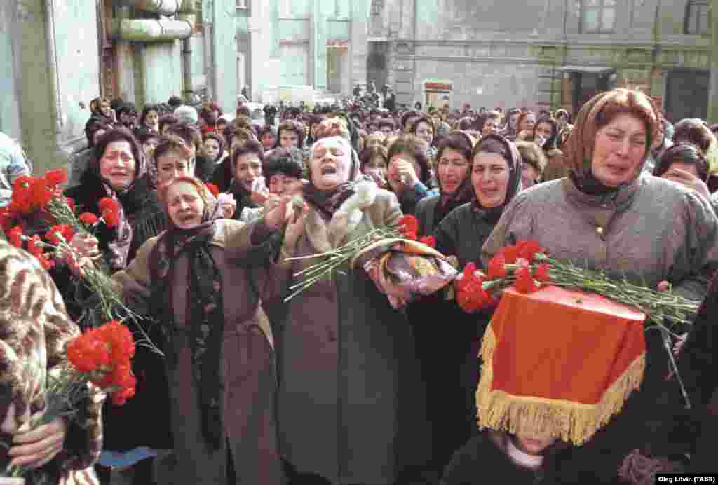 Women mourn the victims of the crackdown during a Baku procession on January 22.