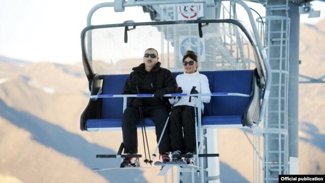Ադրբեջանի նախագահ Իլհամ Աիեւը եւ նրա տիկինը հանգստյան նոր համալիրի բացման արարողությանը, Գուսար, դեկտեմբեր, 2012թ.