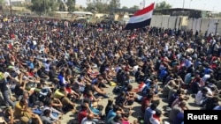 Прихильники Моктада ас-Садра на сидячому протесті проти корупції за межами «зеленої зони», Багдад, 18 березня 2016 року