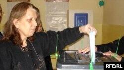 Ирақ сайлаушылары жергілікті кеңестер сайлауында дауыс беріп жатыр. 31 қаңтар, 2009 жыл.