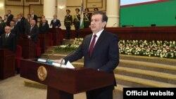 Скасування «виїзних віз» передбачає проект указу президента Узбекистану Шавката Мірзійоєва (на фото)