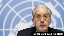 Паулу Піньєйру виступає зі звітом у штаб-квартирі ООН у Женеві, 6 вересня 2017 року