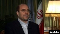 آقای قالیباف میگوید که در ناآرامیهای سال ۱۳۷۸ تهران سوار بر موتور معترضان را با چوب کتک میزده است.