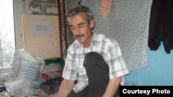 Ҳасан Холзода, шоири тоҷик, ки ба Академияи калом бадеъ ва саноеи нафисаи Русия пазируфта шуд.
