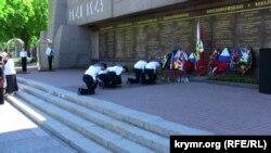 Севастопольські школярі під час зміни варти, архівне фото