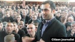 Бахтияр Гаджиев и другие заключенные, Баку, 26 апреля 2012 (фото Айдын Хана)