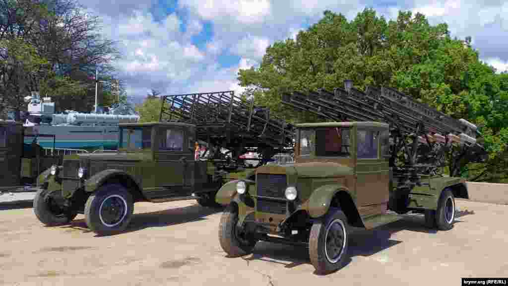 Пускові установки реактивної артилерії БМ-13 «Катюша» повинні були брати участь у параді 9 травня, скасованому через карантинні заходи