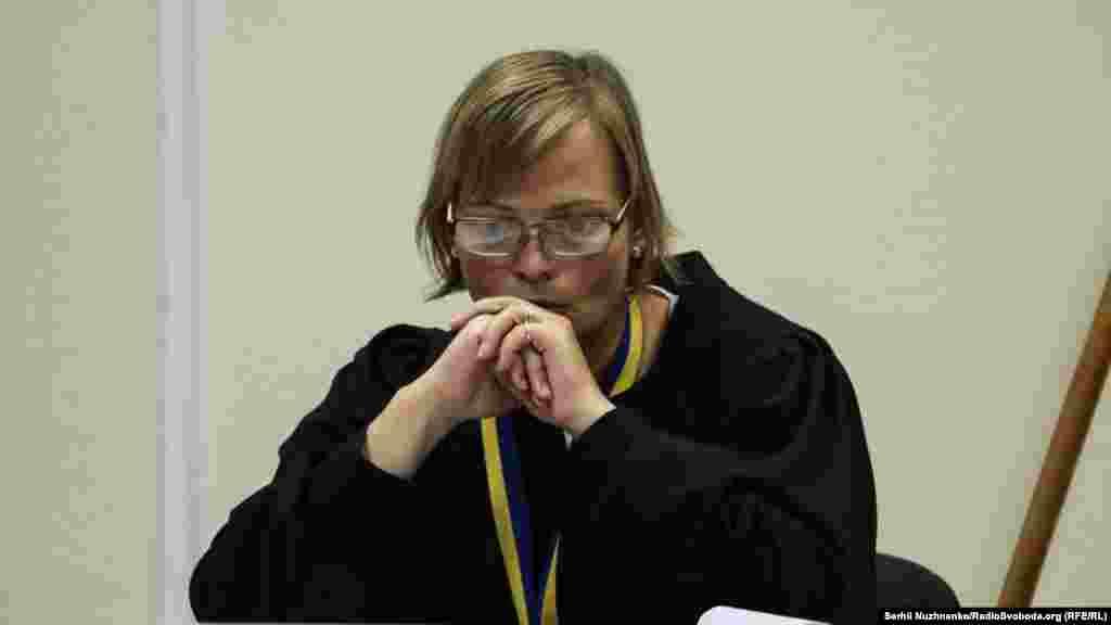 Суддя Печерського районого суду Христина Гладун під час обрання запобіжного заходу для Валентина Лихоліта. Після ухвалення рішення її при виході із залу облили водою
