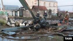 Обломки вертолета Ми-8, потерпевшего аварию под Казанью в 2008 году