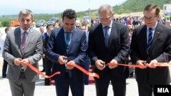"""Продолжува трендот со сечење црвени ленти за странски инвестиции. Отворање на фабриката на американски """"Адиент"""" во ТИРЗ Струмица на 15 јуни 2017"""