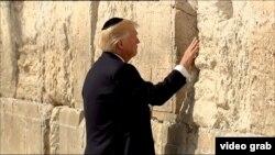 Президент США Дональд Трамп у стены плача