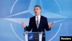 Бош котиб Йенс Столтенберг НАТО-Россия музокараларидан сўнг журналистлар олдида чиқиш қилмоқда, Брюссель, 2016 йил 20 апрели.