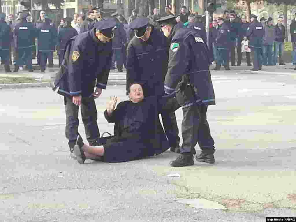 Задержания протестующих в Тузле, 5 февраля