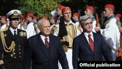 Greece -- President Karolos Papoulias (L) greets his Armenian counterpart Serzh Sarkisian in Athens, 18Jan2010.