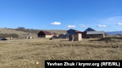 В нескольких десятках метров от мечети строятся дома